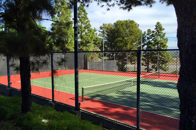 Harbor Ridge Community Tennis Courts in Newport Beach, California